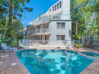 View profile: Bright Noosa Heads Apartment In A Small Complex
