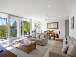 View profile: Fully renovated in beachfront complex