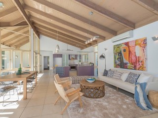 View profile: CALL TO ACTION! Hilltop Holiday Home In A Dress Circle Location