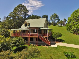 View profile: Noosa Hinterland's Mountain Retreat
