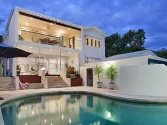 View profile: Entertainers Dream in The Heart of Noosa Heads
